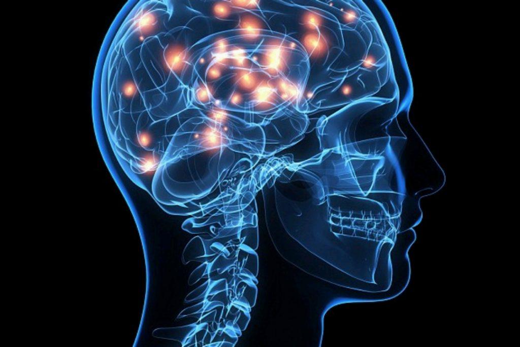 با نصب یک حسگر در مغز ، یک بیمار قطع نخاعی با آرنج مصنوعی قهوه نوشید