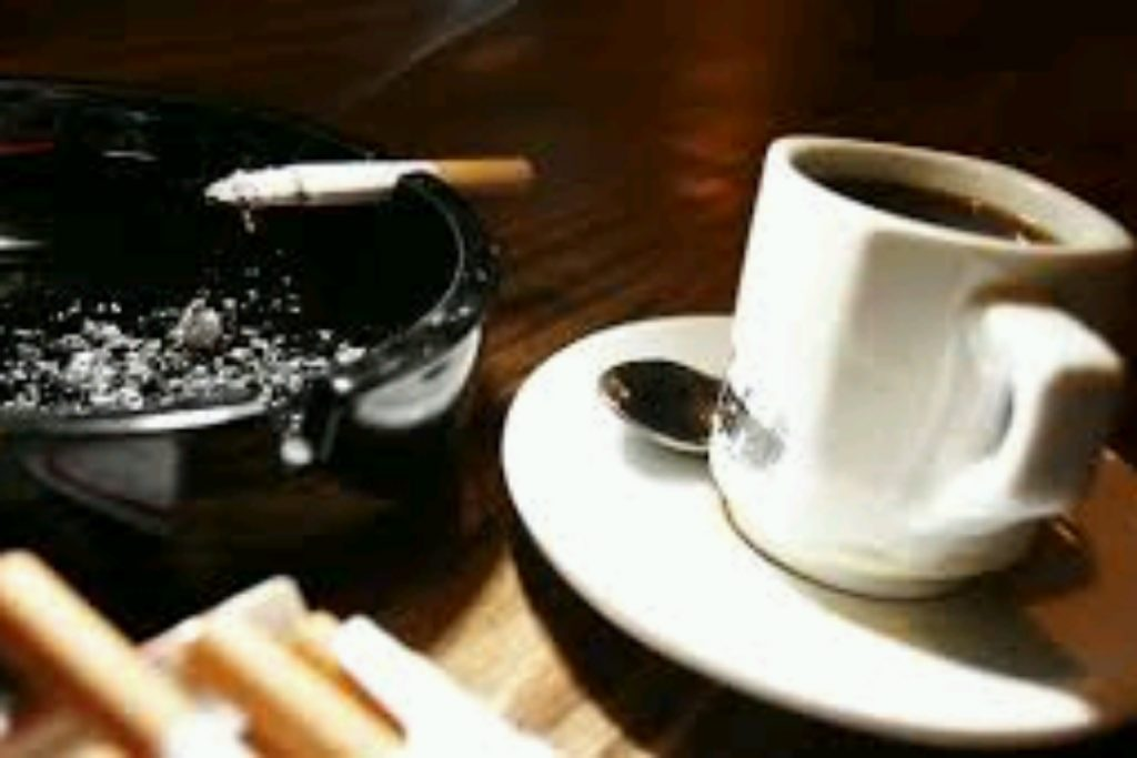 تاثیر مصرف ۵ فنجان قهوه در روز مشابه عوارض دخانیات بر روی بارداری است